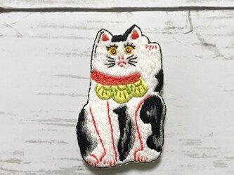 手刺繍日本画ブローチ*川崎巨泉「武蔵五日市初市張子猫」の画像