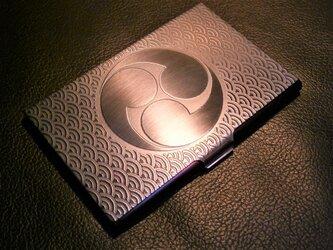 受注生産 家紋 彫金 カードケース 地紋青海波 14枚収納タイプの画像