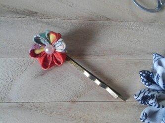 つまみ細工の小さなかわいらしいお花のヘアピンの画像
