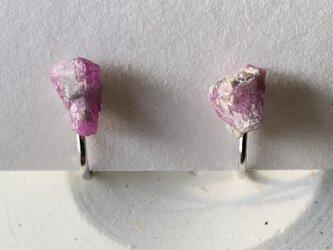 ルビーの原石のイヤリングs3の画像