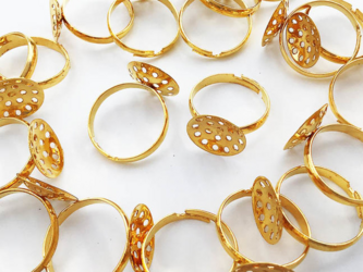 送料無料 指輪 パーツ シャワー台 台座 シャワー金具 付き ゴールド 20個 リングパーツ (AP0792)の画像