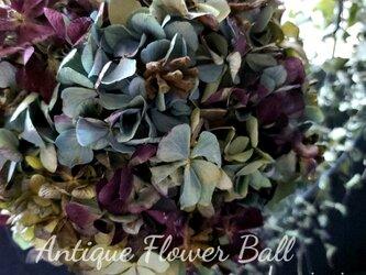 ''アンティーク紫陽花とユーカリの実の大人シックフラワーボール'' [限定1点]の画像