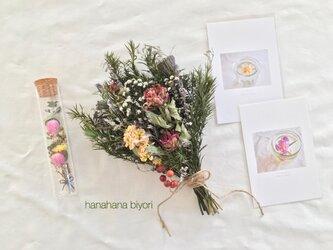 【 新春お花の福袋*° 】シャクナゲのブーケ・お花の小瓶・お花のポストカードのセット  ※ラッピングは別途ご購入お願いしますの画像