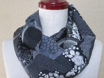着物リメイク 6種類の黒い正絹着物をパッチワークして作ったお洒落なスヌードの画像
