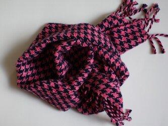 手織りカシミアマフラー・・ピンク×紺の千鳥格子の画像