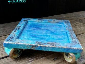 うずまき足の青色板皿 no. 3の画像