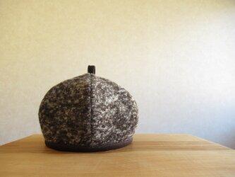 てっぺんに輪っか、ベレー帽 焦げ茶のニットの画像