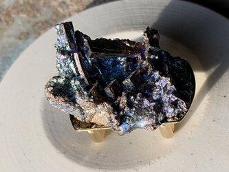 ビスマス結晶の帯留めの画像