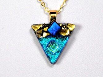 ダイクロガラスペンダント:ターコイズブルーの三角(金箔60)の画像