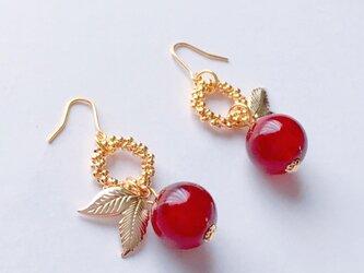 真っ赤なリンゴのフープピアス/イヤリングの画像