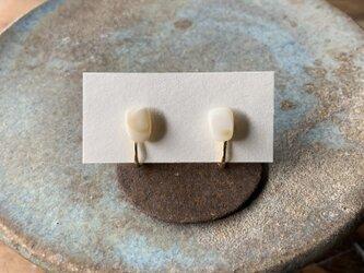 マザーオブパールのイヤリングの画像