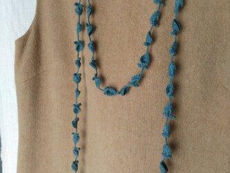 灰青緑 花と葉のかぎ針編みネックレスの画像