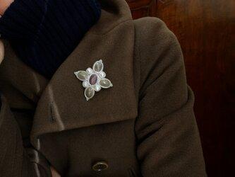 菫の香。チェコガラスと淡水パールのペンダントブローチの画像