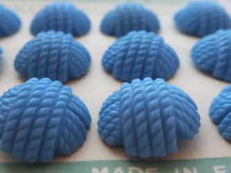 (2個)イギリス製ヴィンテージボタン 毛糸玉 ブルーの画像