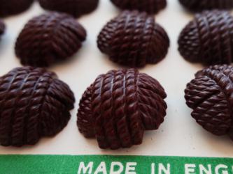 (2個)イギリス製ヴィンテージボタン 毛糸玉 ダークブラウンの画像