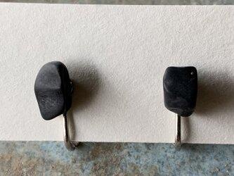 ブラックシリカのイヤリングの画像