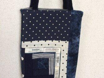 パッチワークのスマートなバッグの画像
