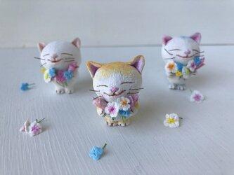 春の花束猫さん 黄トラ白の画像