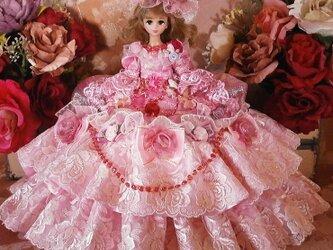 バラ薫るラグジュアリーローズのボリュームフリル ドールドレスの画像