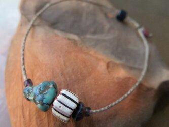 アンティーク チベタンターコイズ & シェブロン白青紫 ブレスレット 百世 momotose(東)の画像