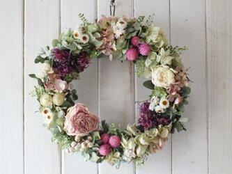 芍薬と早春のロマンティックリースの画像