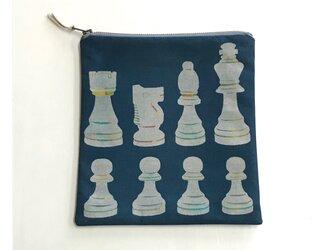 ファスナーポーチ正方形[チェス]紺の画像