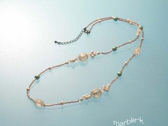 ドイツ製アクリルビーズのネックレスの画像