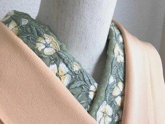 洗える半衿 黄色い花の刺繍の画像