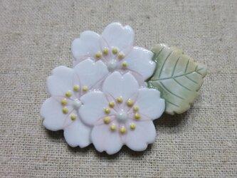 3輪桜ブローチの画像