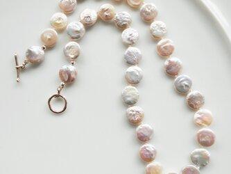 コイン型淡水パールのネックレスの画像