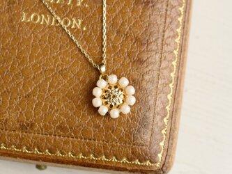 アンティークレトロ♪お花の小ぶりネックレスの画像