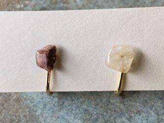 ブラウンルチルクォーツのイヤリングの画像