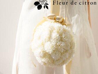 《ウェディング特集》真っ白がかわいいボールブーケの画像