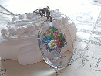 ヴィンテージ ColorfulーflowerーBasketインタリオ 40×30ミリ ネックレスの画像