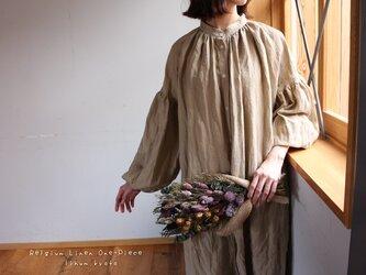 ○心地良く優しいリネン服○くったりベルギーリネンで魅せる、ボリュームいっぱい袖のギャザーシャツワンピース (ベージュ)の画像