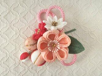 〈つまみ細工〉梅中輪と小菊とちりめん玉の髪飾り(サーモンピンク)の画像