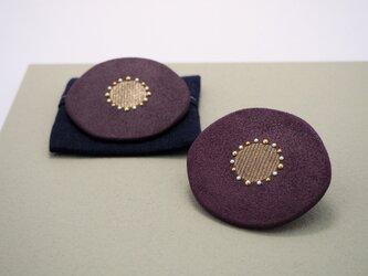漆塗り花ブローチ「華紫」袋つき 和風アクセサリーの画像