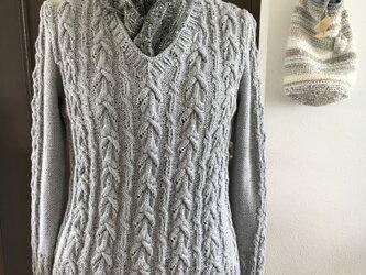 Vネック綿セーターの画像