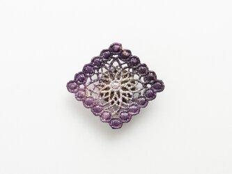 漆レース帯留め(菱形・紫)の画像
