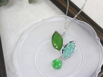 ステンドグラスのペンダント【Leaf】新緑グリーンの画像