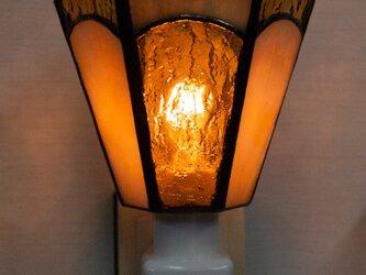 「おやすみランプ・アンバー系六面体」ステンドグラス・照明・薄茶色・フットランプの画像