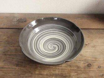 はけ目模様の輪花鉢の画像