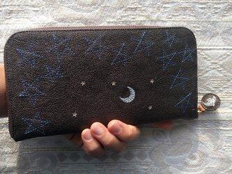 刺繍革財布『星空』ヤギ革(ラウンドファスナー型)パールBLACKの画像