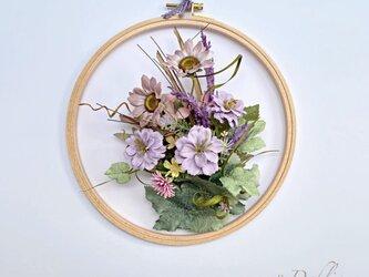 静かにほほ笑む花/壁掛けの画像