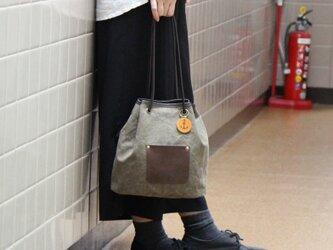 nico-オリーブ(タンニン染め帆布×レザー巾着トートバッグ)の画像