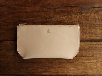 ヌメ革のポーチ型長財布の画像
