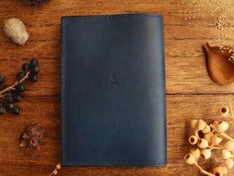 「読書がしたくなる」藍染のレザー文庫本ブックカバーの画像