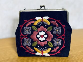 お花刺繍のがま口ポーチの画像