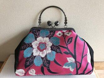 がまぐちバッグ・角型口金  花のつぼみ口金  マゼンタピンク×ブルーの洋花柄帯地の画像