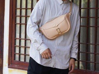【切線派】大きい 本革 ファスナー立体マチ・ボディバッグ 手染め / 総手縫いの画像